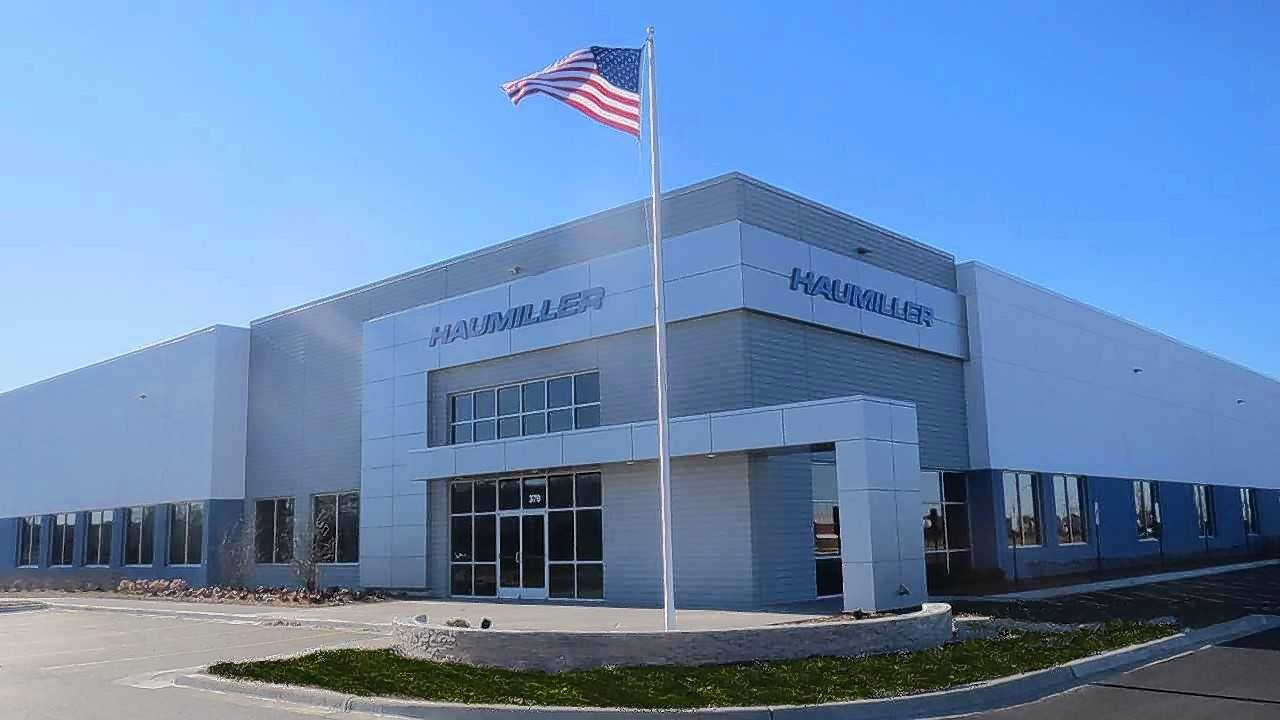 Krusinski Construction Co. recently completed a 56,750-square-foot corporate and engineering facility for Haumiller Engineering located in South Elgin.