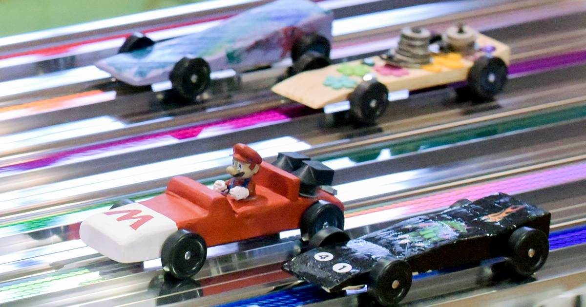 Girls Go For The Win At Pinewood Derby Races
