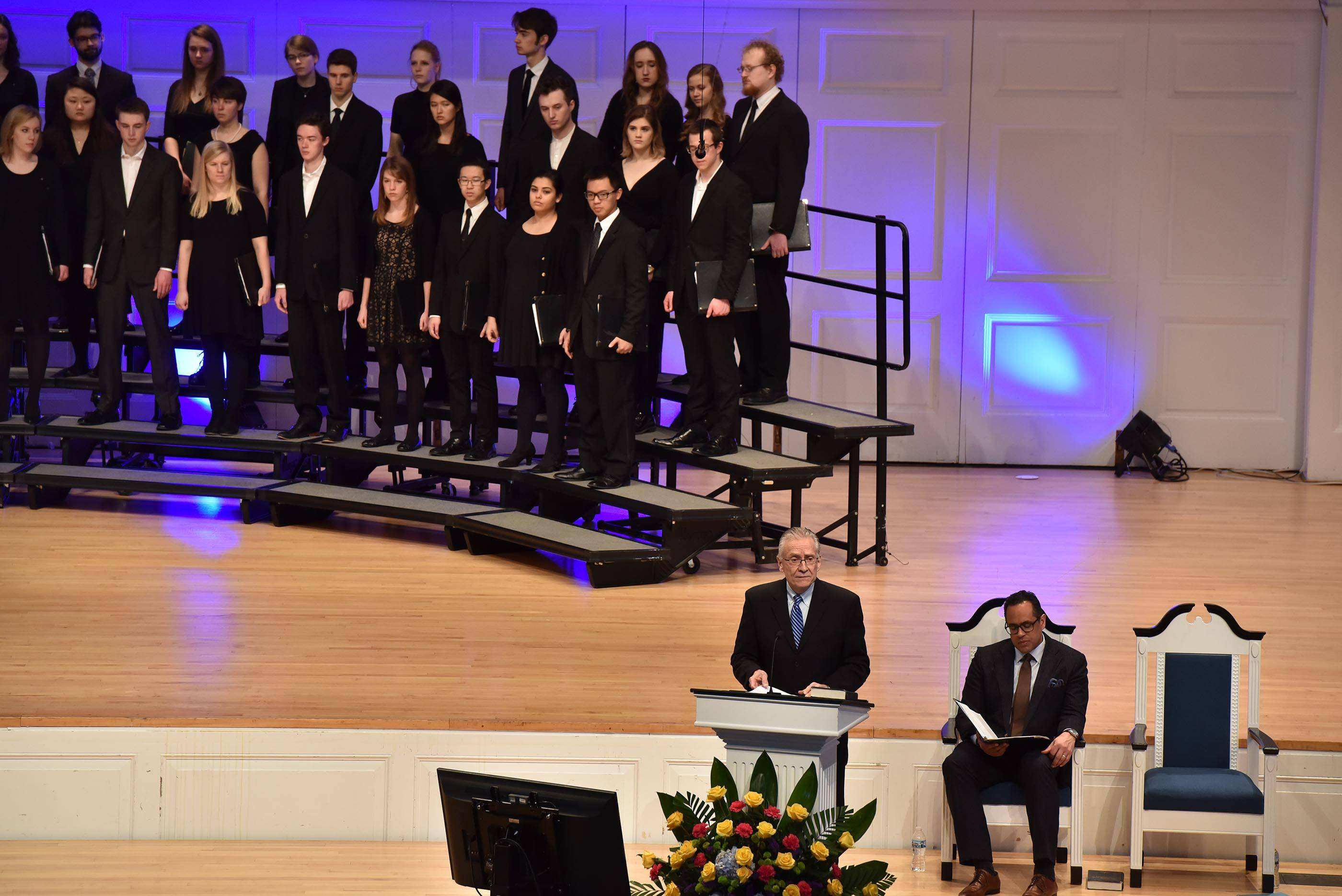Mourners gather at Wheaton college for Billy Graham service