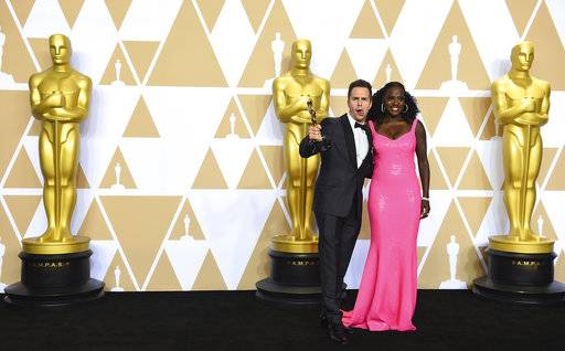 "Sam Rockwell, winner of the award for best performance by an actor in a supporting role for ""Three Billboards Outside Ebbing, Missouri"", and Viola Davis, right, pose in the press room at the Oscars on Sunday, March 4, 2018, at the Dolby Theatre in Los Angeles. (Photo by Jordan Strauss/Invision/AP)"