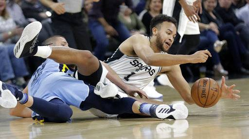 San Antonio Spurs forward Kyle Anderson (1) and Memphis Grizzlies forward Chandler Parsons (25) scramble for a loose ball during the first half of an NBA basketball game, Monday, March 5, 2018, in San Antonio. (AP Photo/Eric Gay)