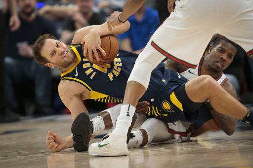 Indiana Pacers forward Bojan Bogdanovic, left, is brought to the ground by Milwaukee Bucks guard Eric Bledsoe following a jump ball during the second half of an NBA basketball game in Indianapolis, Monday, March 5, 2018. The Pacers won 92-89. (AP Photo/AJ Mast)