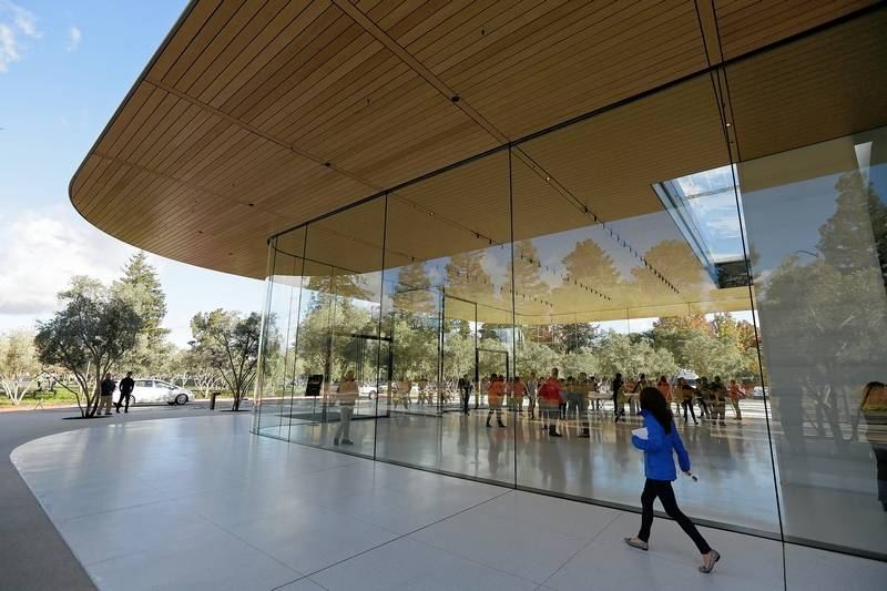 Apple employees keep walking into glass walls at new HQ