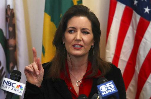 Oakland Mayor Libby Schaaf gestures while speaking during a media conference on Wednesday, March 7, 2018, in Oakland, Calif.