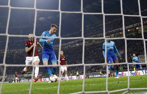 Arsenal's Aaron Ramsey, second from left, scores his side's second goal during the Europa League round of 16 first-leg soccer match between AC Milan and Arsenal, at the Milan San Siro Stadium, Italy, Thursday, March 8, 2018.