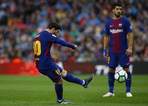 FC Barcelona's Lionel Messi kicks the ball to score during the Spanish La Liga soccer match between FC Barcelona and Atletico Madrid at the Camp Nou stadium in Barcelona, Spain, Sunday, March 4, 2018.