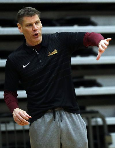Loyola head coach Porter Moser talks to his team during NCAA college basketball practice in Chicago, Friday, March 9, 2018. Loyola locks up 1st March Madness appearance in 33 years.