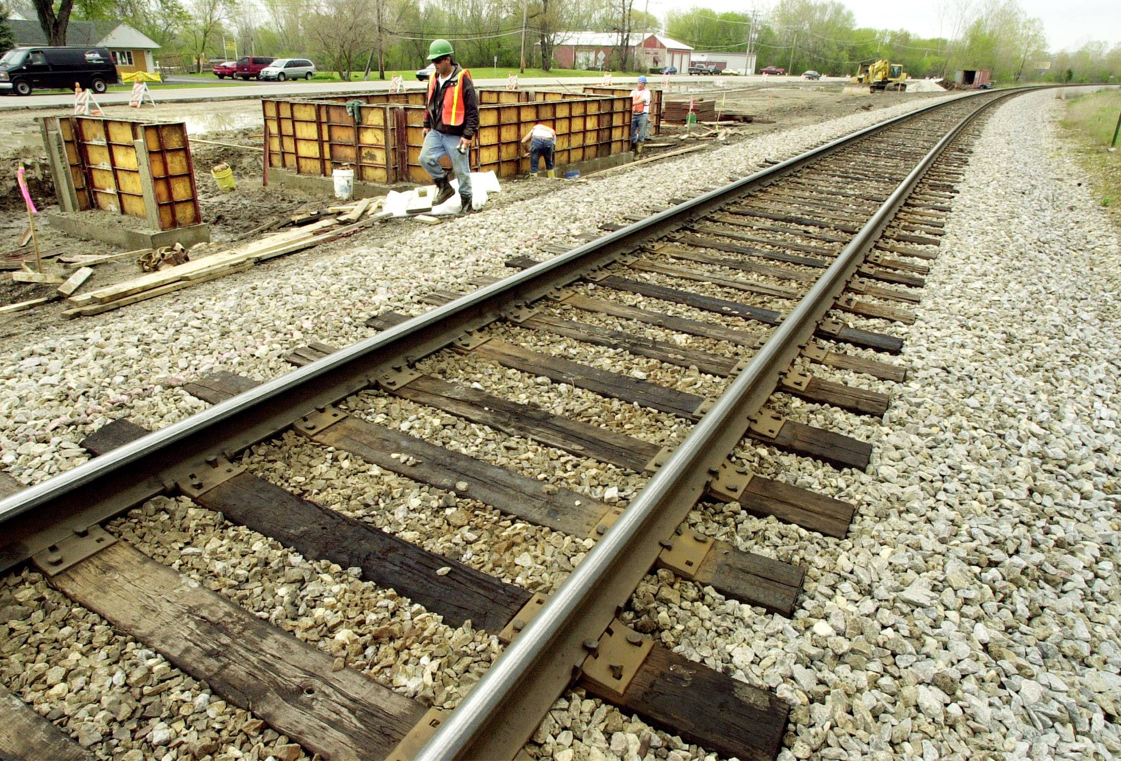 Metra is replacing rail ties on its Milwaukee District North Line this April between Libertyville and Fox Lake. Schedule changes will affect midday and weekend riders between those stations.