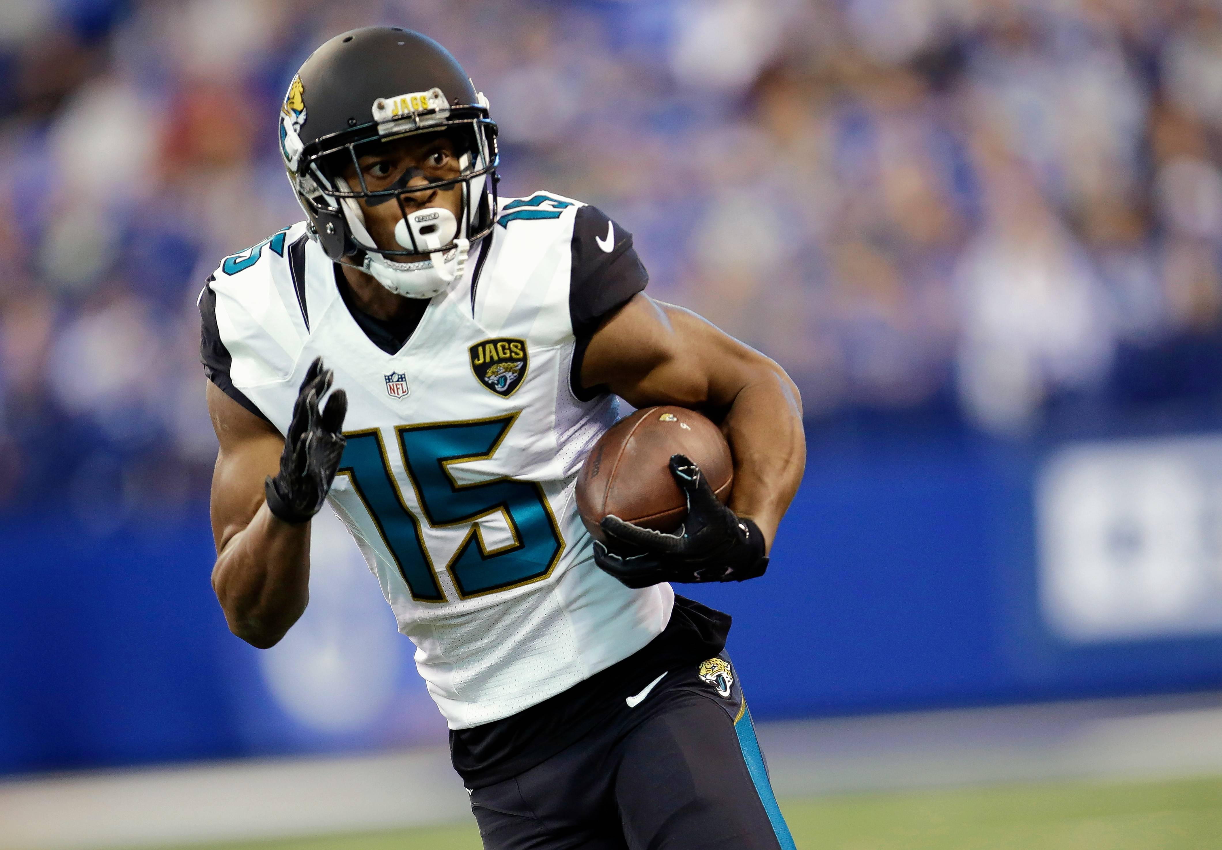Former Pro Bowl wide receiver Allen Robinson, who missed almost all of last season due to a knee injury, is set to sign with the Chicago Bears on Wednesday, sources are reporting.
