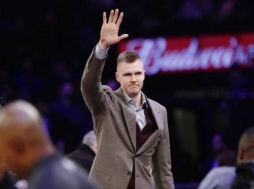 New York Knicks' Kristaps Porzingis (6) waves to fans before an NBA basketball game against the Dallas Mavericks Tuesday, March 13, 2018, in New York. (AP Photo/Frank Franklin II)