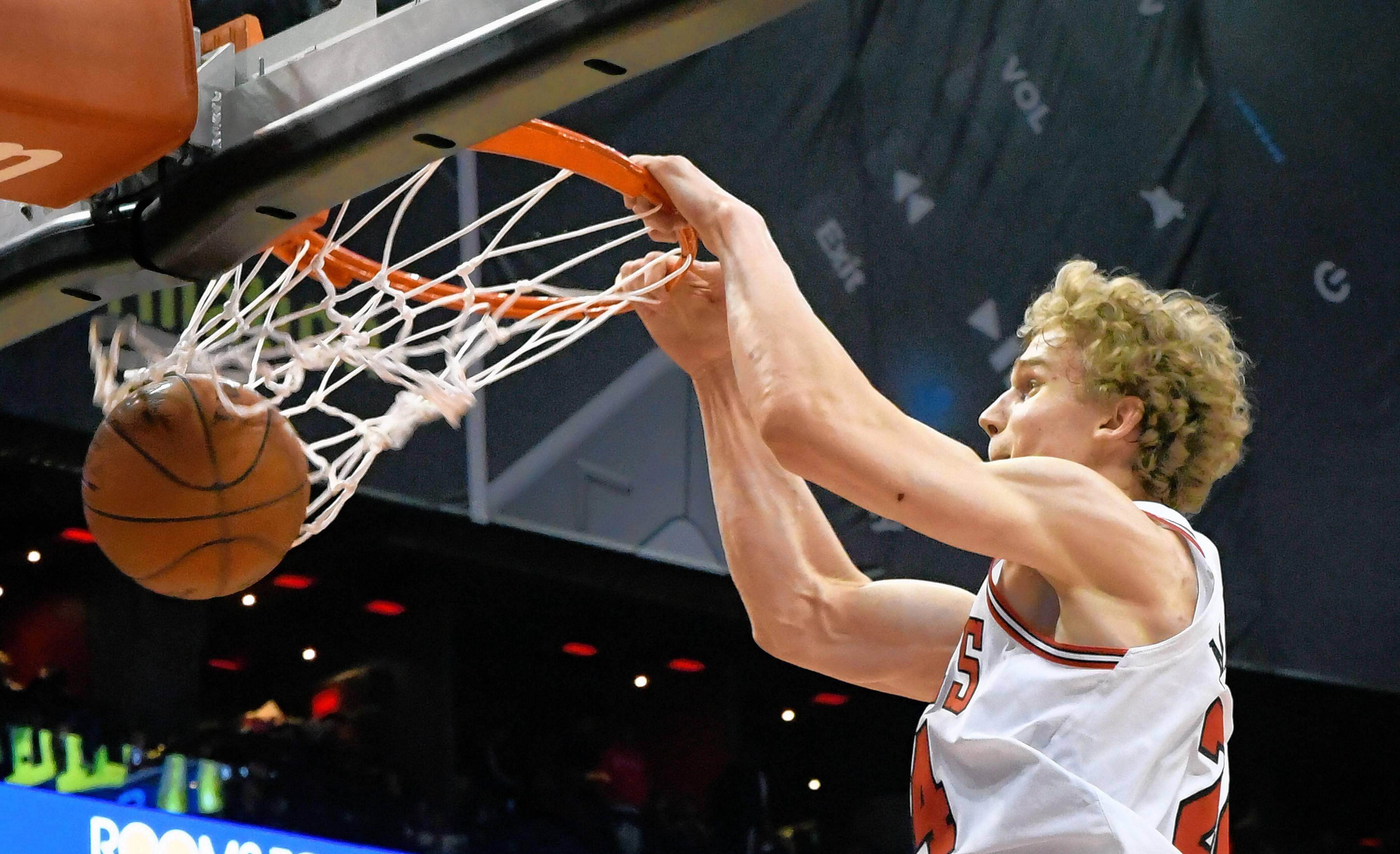 Bulls rookie Markkanen not worried about back issues