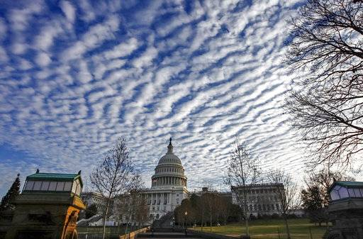 Shutdown looming, Congress and White House seek budget deal