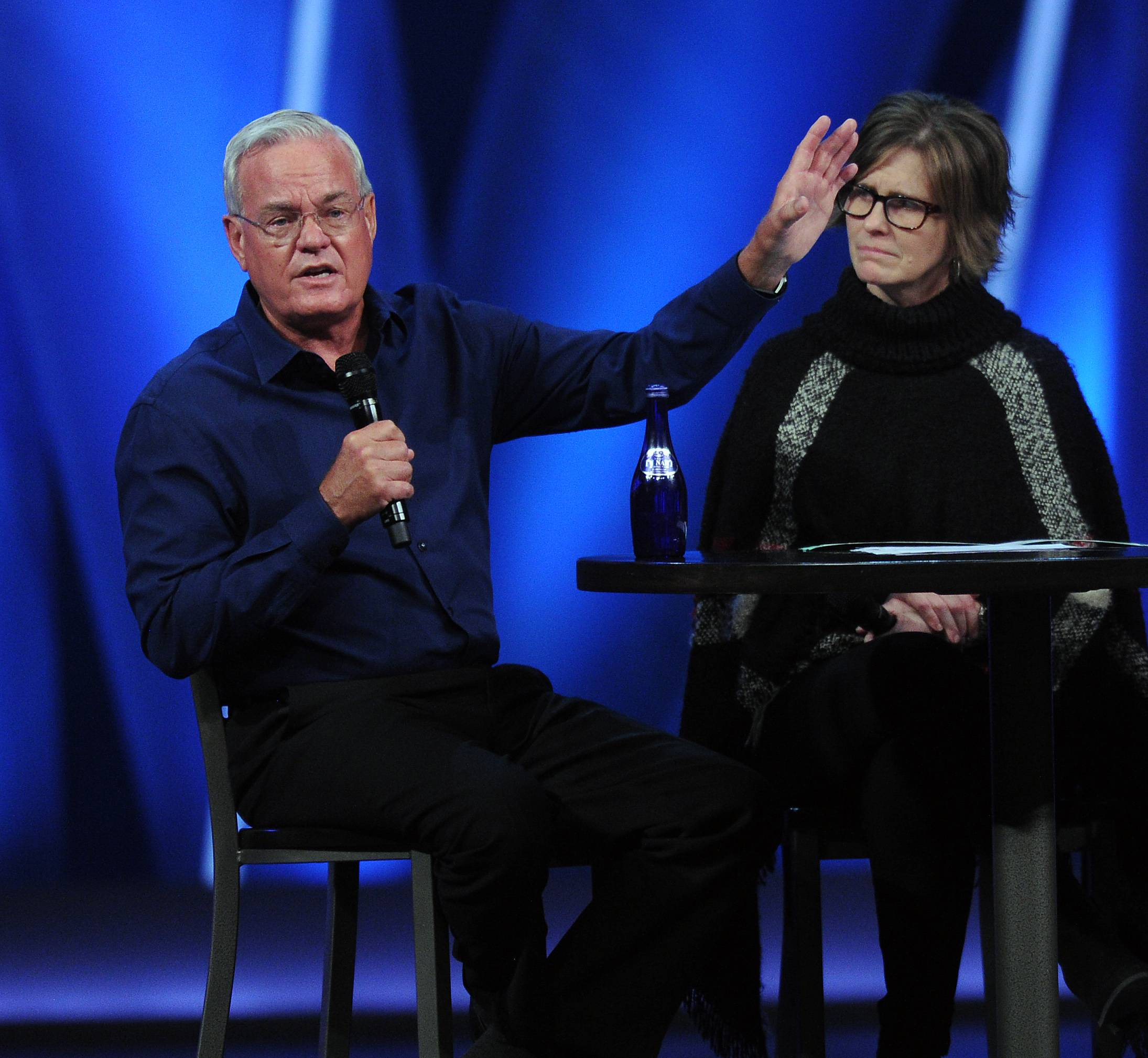 Willow Creek members showed strong support Friday night for senior pastor Bill Hybels, left.