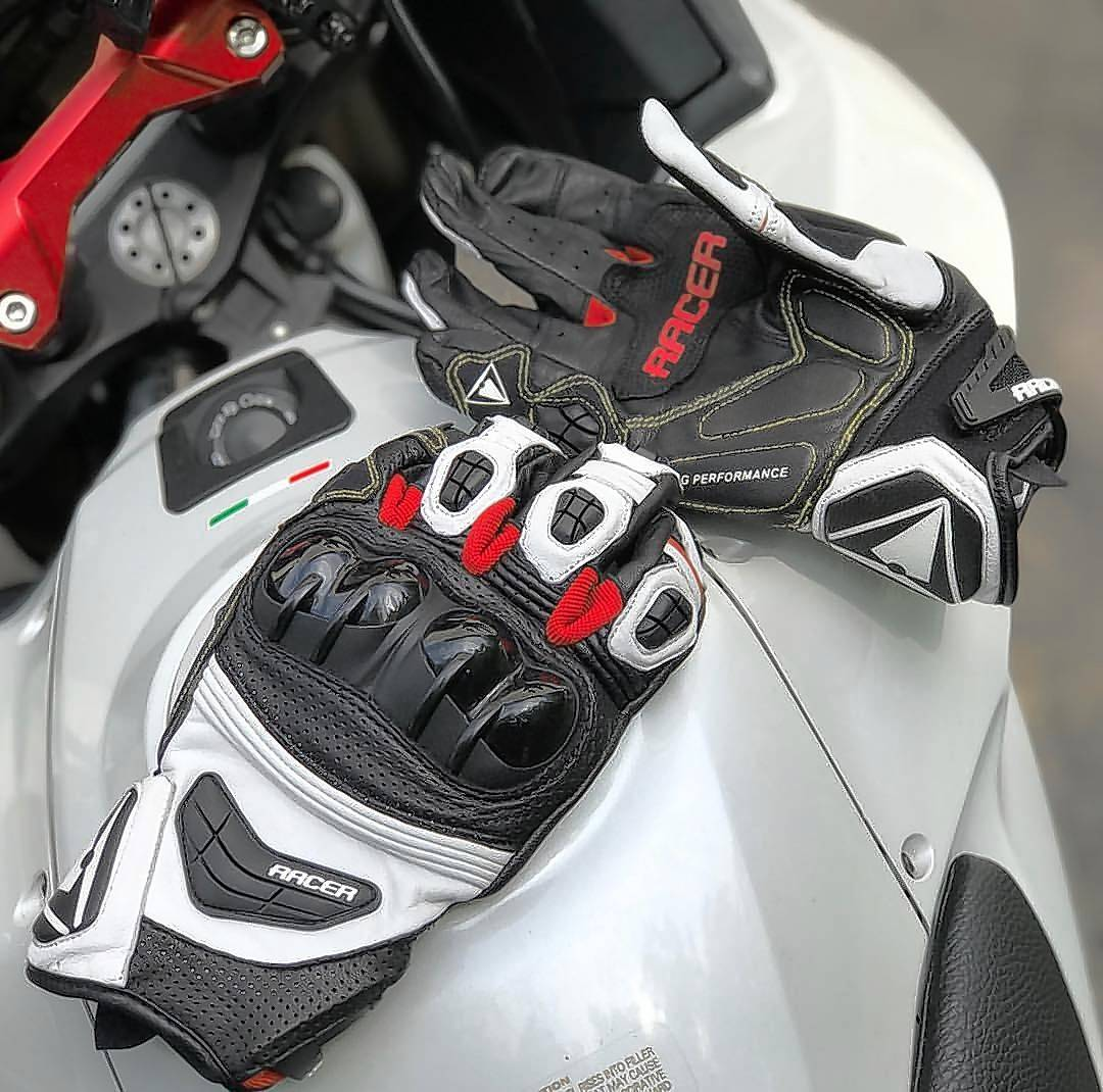 The Sprint glove is vented with perforations on top and on the underside of each finger so your hands do not get sweaty after a day of riding in the summer's heat.