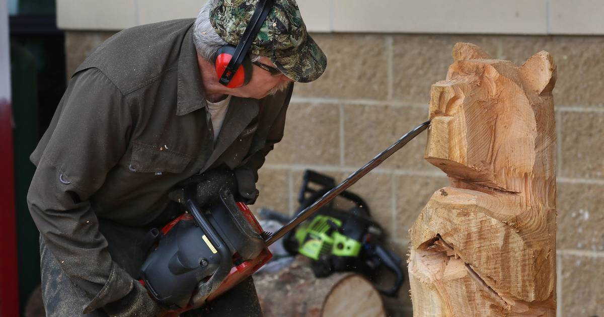 Chain Saw Artist Entertains People At New Menards