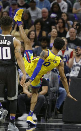 watch c48d9 3fbe6 Warriors' McCaw injured in scary fall as team beats Kings