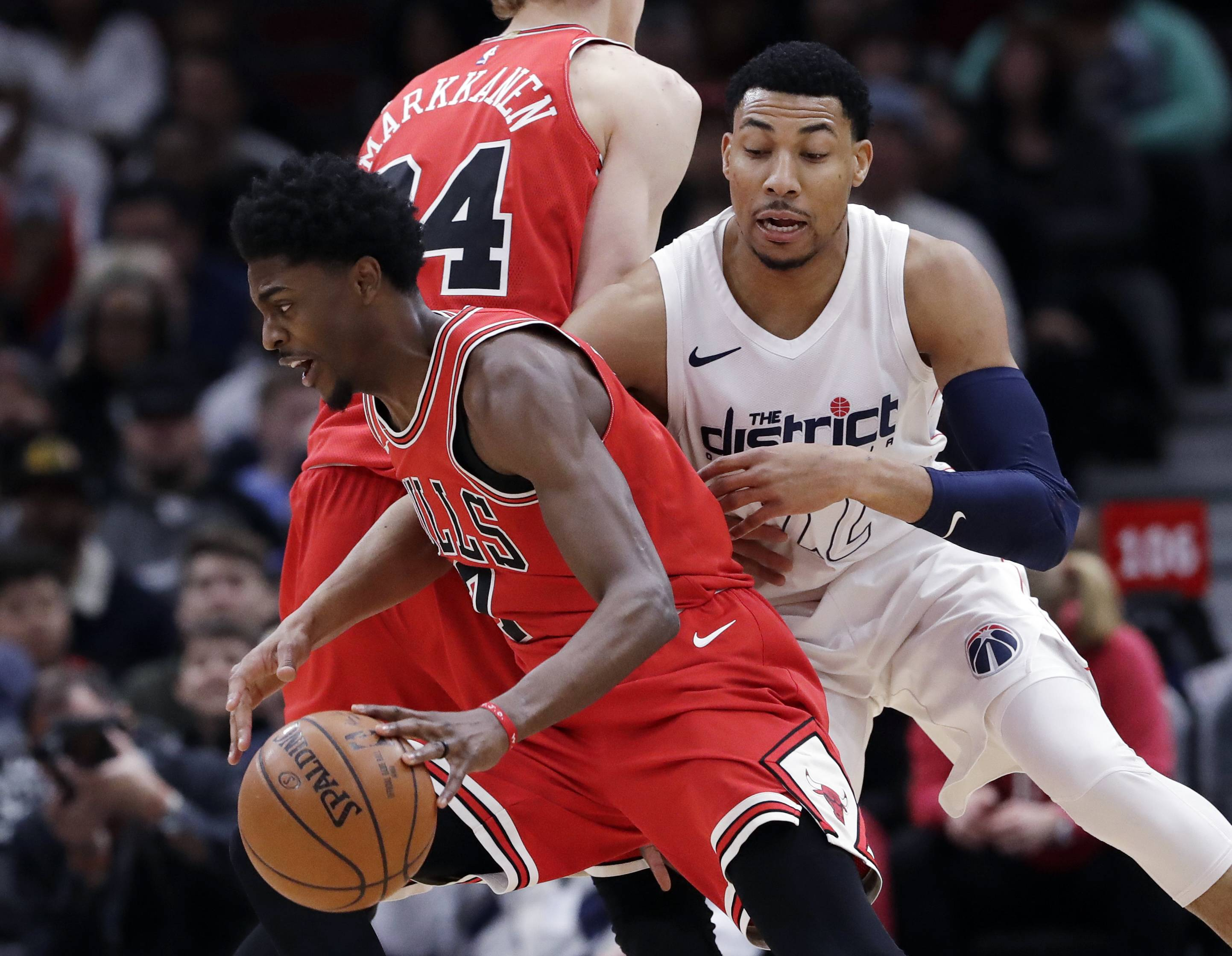 With Hoiberg out sick, Chicago Bulls get surprising win over Washington