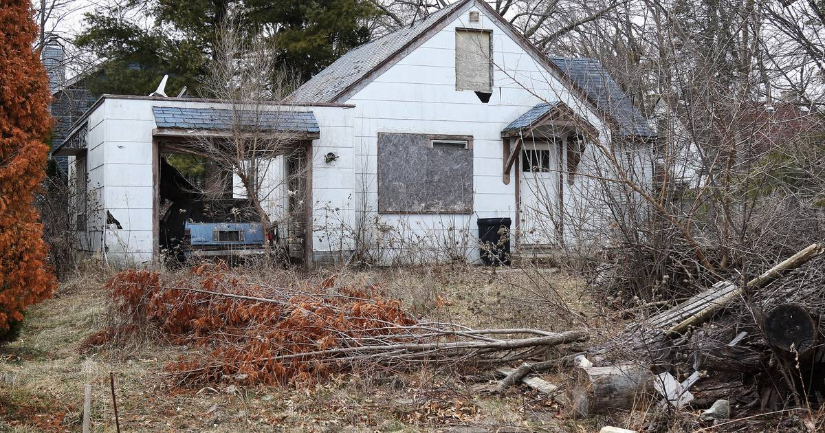 Wauconda to acquire, demolish dilapidated house