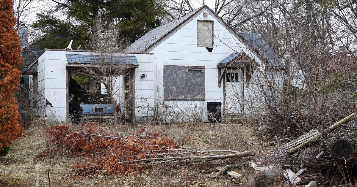Wauconda to acquire, demolish dilapidated house