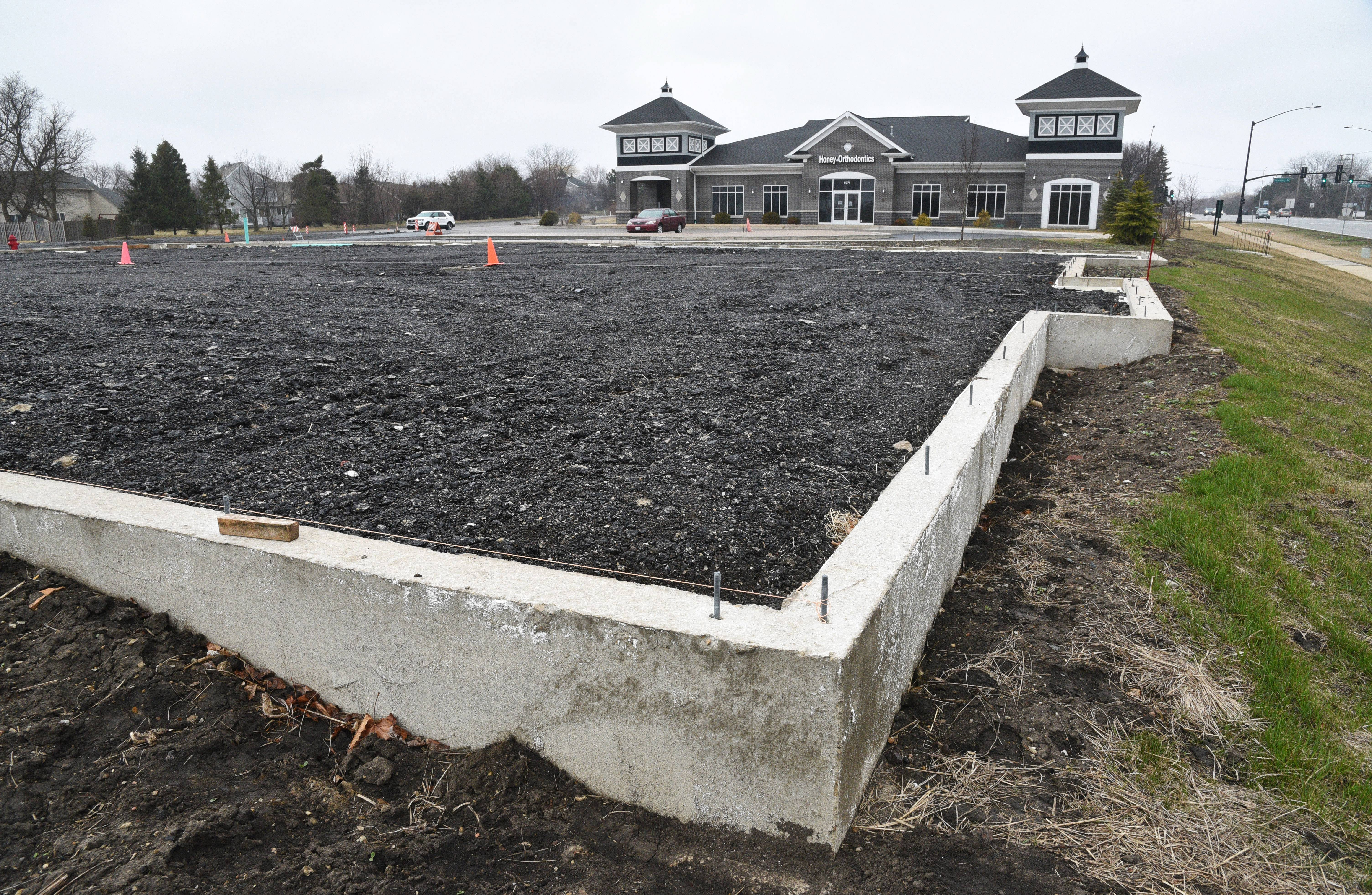 The Gurnee village board will vote Monday on a new commercial development on a 10,000-square-foot vacant site near Washington Street and Cemetery Road on the village's near-west side.
