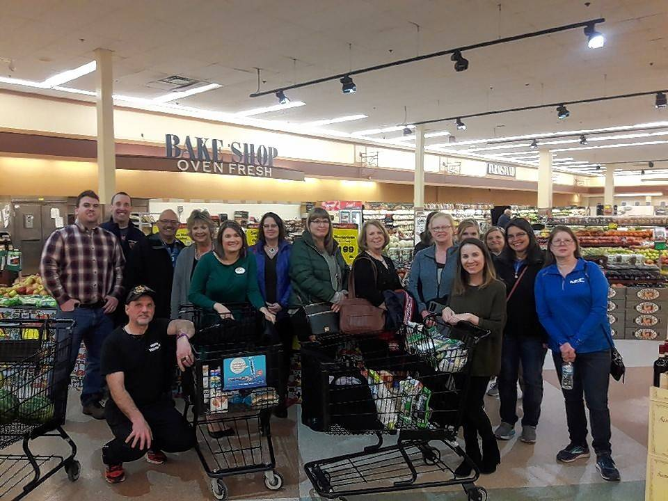 At Work teams met with Jewel-Osco dietitians Samantha Wolfe and Melissa O'Brien for an in-store tour, discussing simple meals and snacks.