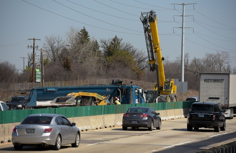 The Illinois tollway is rebuilding and widening the east end of the Reagan Memorial Tollway (I-88) between I-290 and York Road this year.