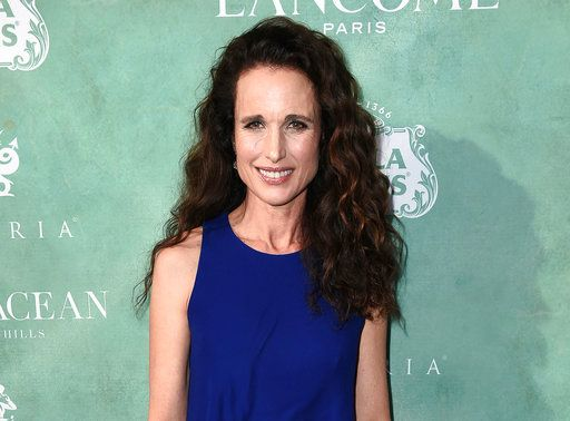 Andie Macdowell Says It S Time For Men To Drop The Towel