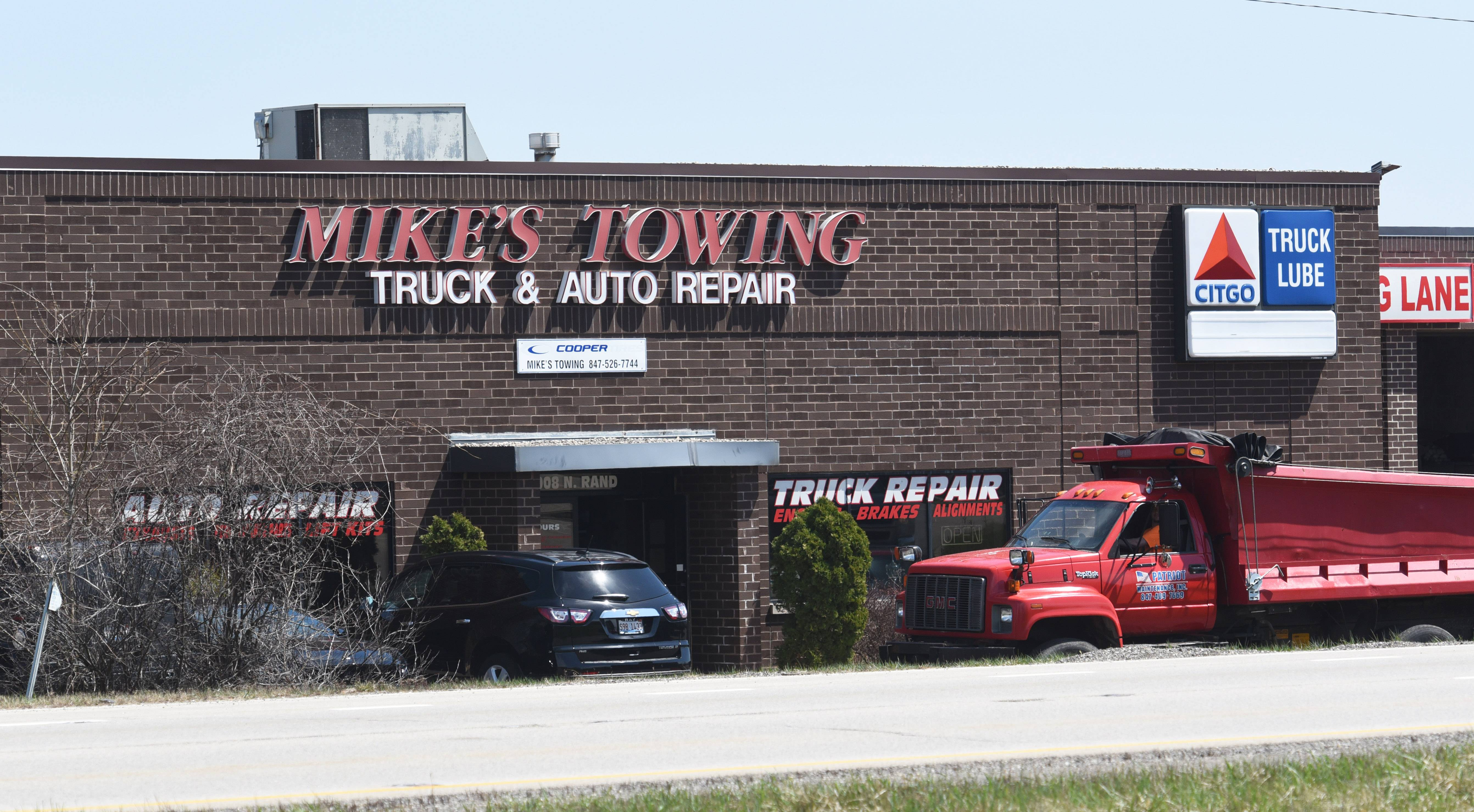 Some Island Lake trustees are trying to prevent Police Chief Anthony Sciarrone from giving an exclusive towing contract to Mike's Towing of Wauconda.