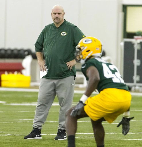 Green Bay Packers defensive coordinator Mike Pettine watches third round draft pick, linebacker Oren Burks, work out during NFL rookie football camp in Green Bay, Wis., Friday, May 4, 2018. (AP Photo/Mike Roemer