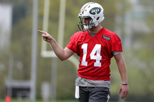 4e67f43e5 Confident Darnold hits Jets practice field for first time