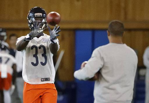 Chicago Bears defensive back Kevin Toliver II catches a ball during the NFL football team's rookie minicamp Friday, May 11, 2018, in Lake Forest, Ill.