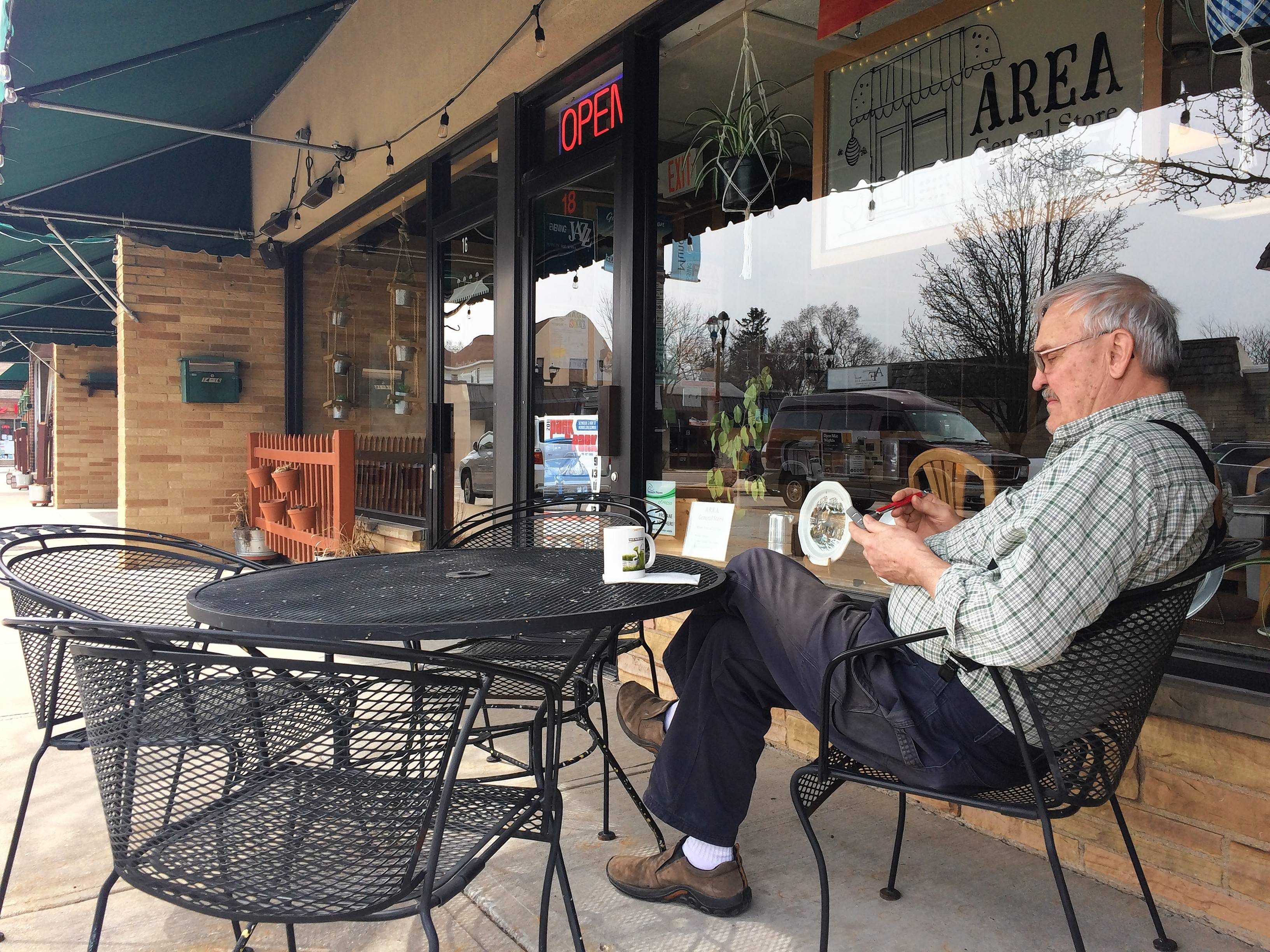 Mundelein sets rules for sidewalk dining areas