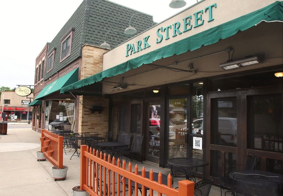 Park Street Restaurant is one of the few eateries in Mundelein offering dining on the sidewalk. So does Tina G's next door.