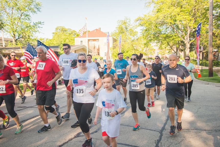 Runners and walkers participate in the 2017 Essence of Freedom RunJanelle Yeager Photography