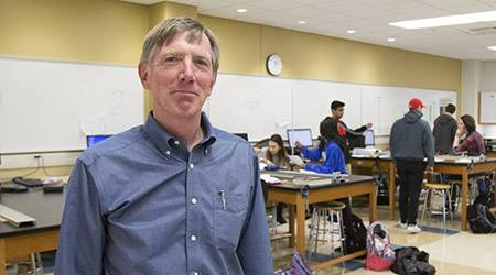 The College of DuPage has named physics professor Tom Carter as the 2017-18 College-Wide Outstanding Full-Time Faculty Member. The Geneva resident will receive a $1,000 award from the College of DuPage Foundation, which annually recognizes outstanding teaching achievement.