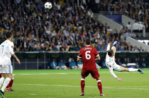 Real Madrid's Gareth Bale, right, scores his side's second goal during the Champions League Final soccer match between Real Madrid and Liverpool at the Olimpiyskiy Stadium in Kiev, Ukraine, Saturday, May 26, 2018.