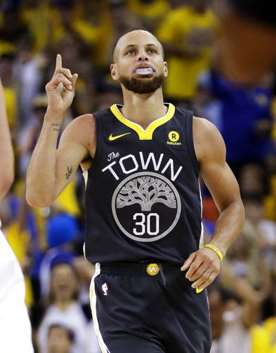 88fd903289e Golden State Warriors guard Stephen Curry (30) gestures after scoring  against the Cleveland Cavaliers