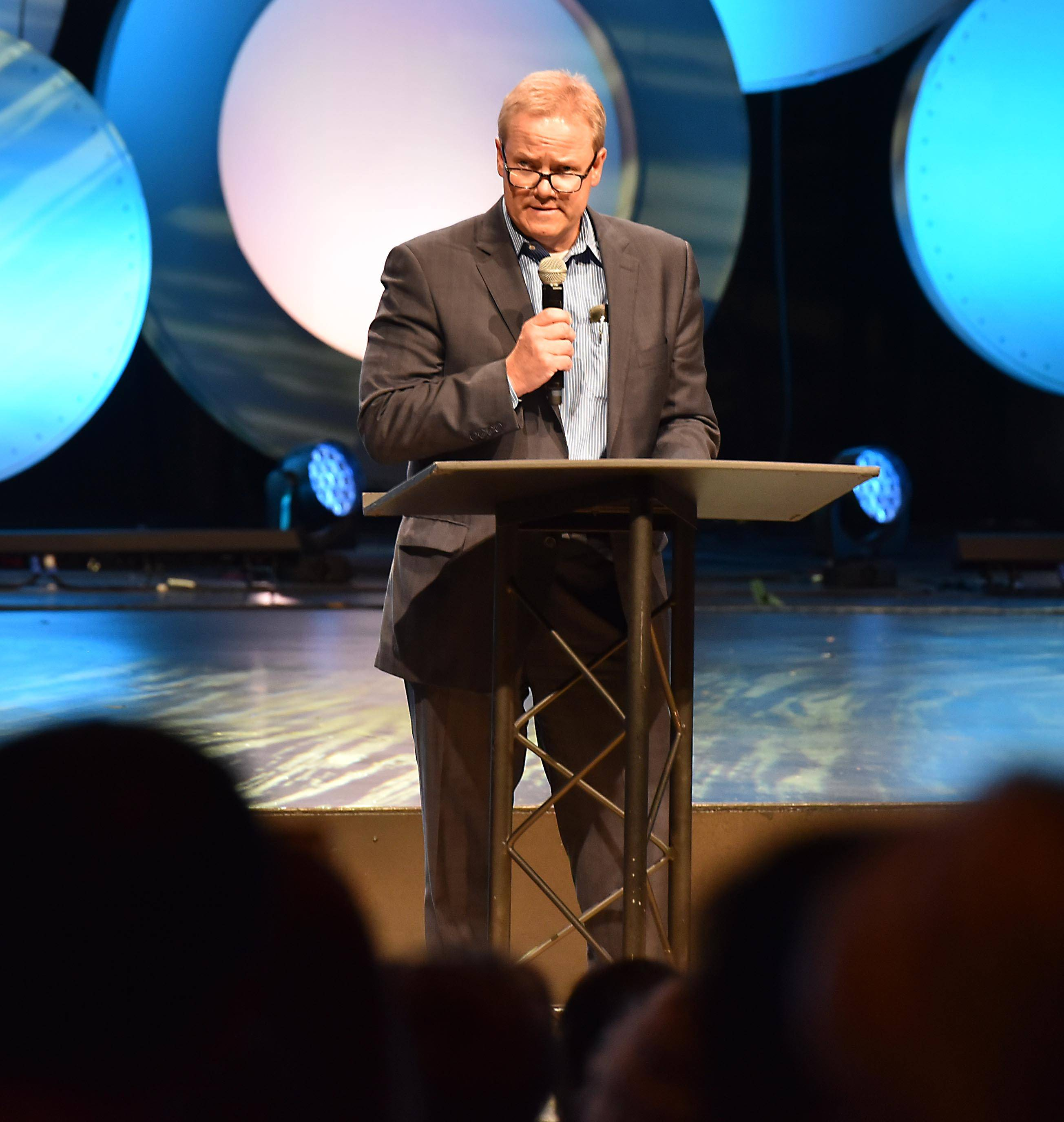 Lane Moyer, the new chairman of the elder board of Willow Creek Community Church, speaks to congregants Wednesday about where the South Barrington-based church stands on reaching out to founder Bill Hybel's accusers.