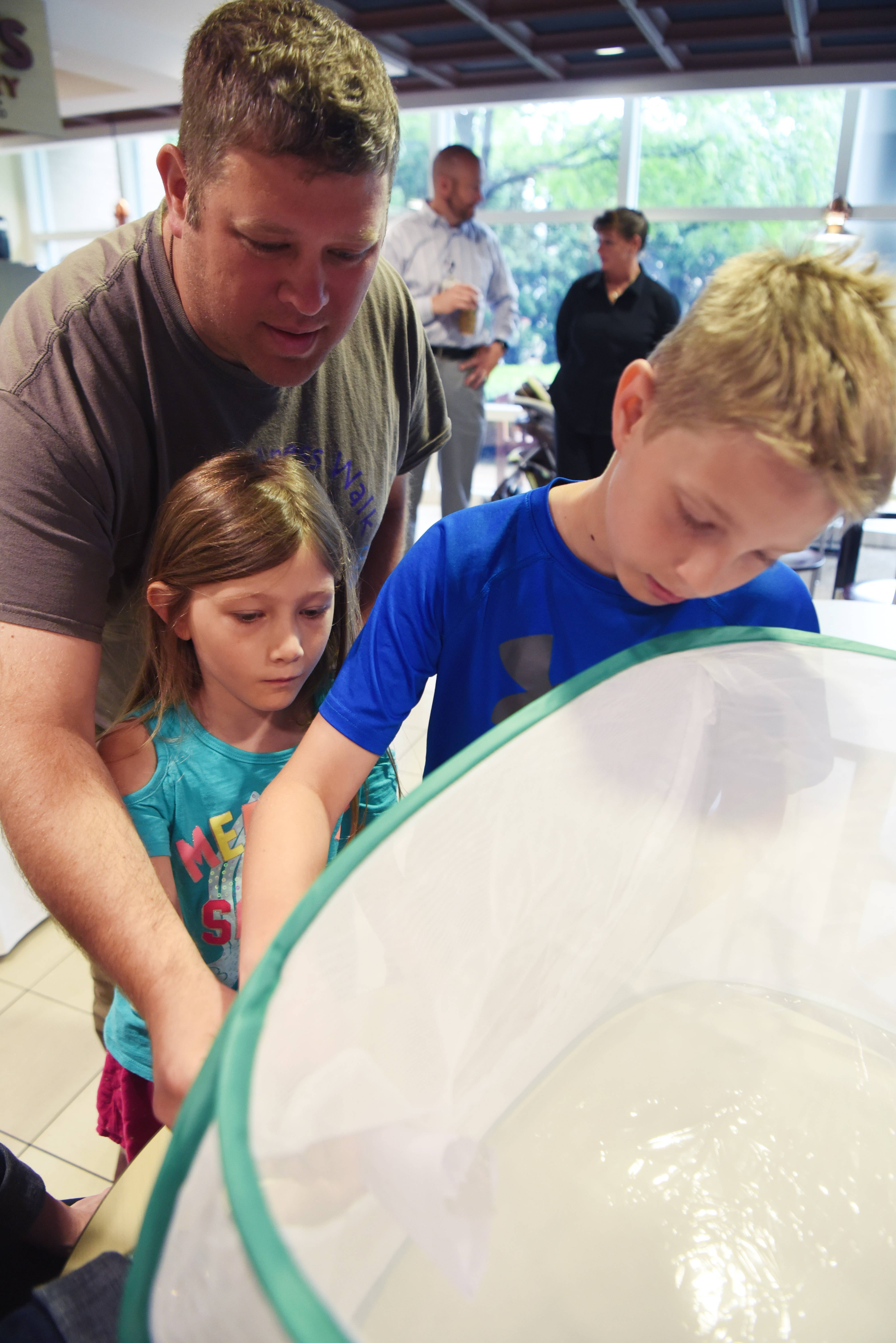 Butterfly release provides fellowship for grieving parents