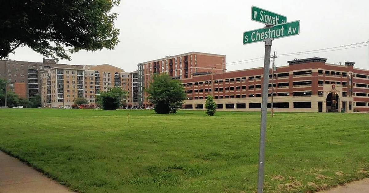 Arlington heights board ok with 4 story building on vacant for Build on your lot oklahoma