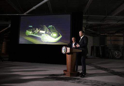 Tesla CEO and founder of the Boring Company Elon Musk, right, and Mayor Rahm Emanuel speak at a news conference, Thursday, June 14, 2018, in Chicago. The Boring Company has been selected to build a high-speed underground transportation system that it says will whisk passengers from downtown Chicago to O'Hare International Airport in mere minutes.