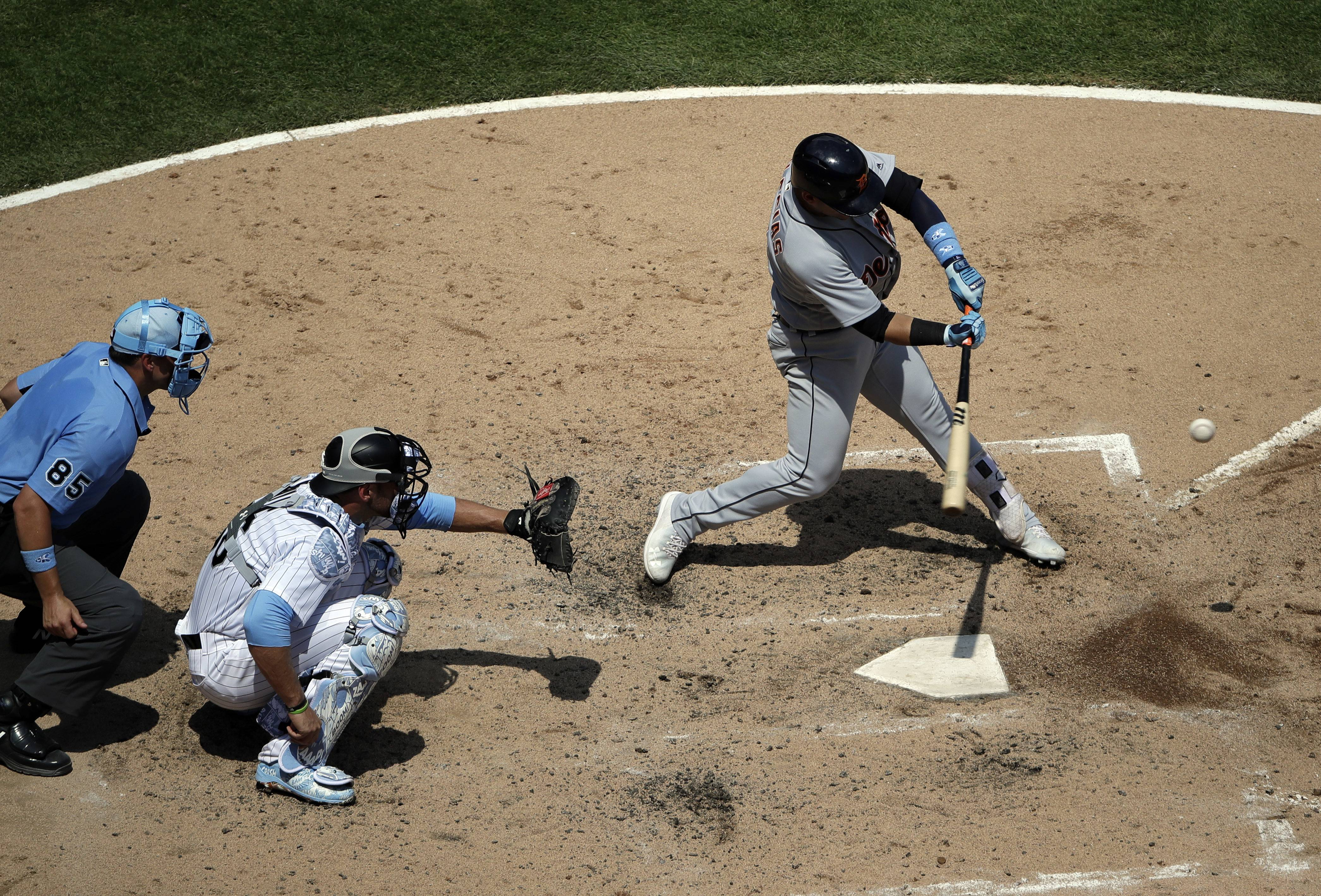 Detroit Tigers' Jose Iglesias, right, hits a one-run single against the Chicago White Sox during the fourth inning of a baseball game in Chicago, Sunday, June 17, 2018. (AP Photo/Nam Y. Huh)