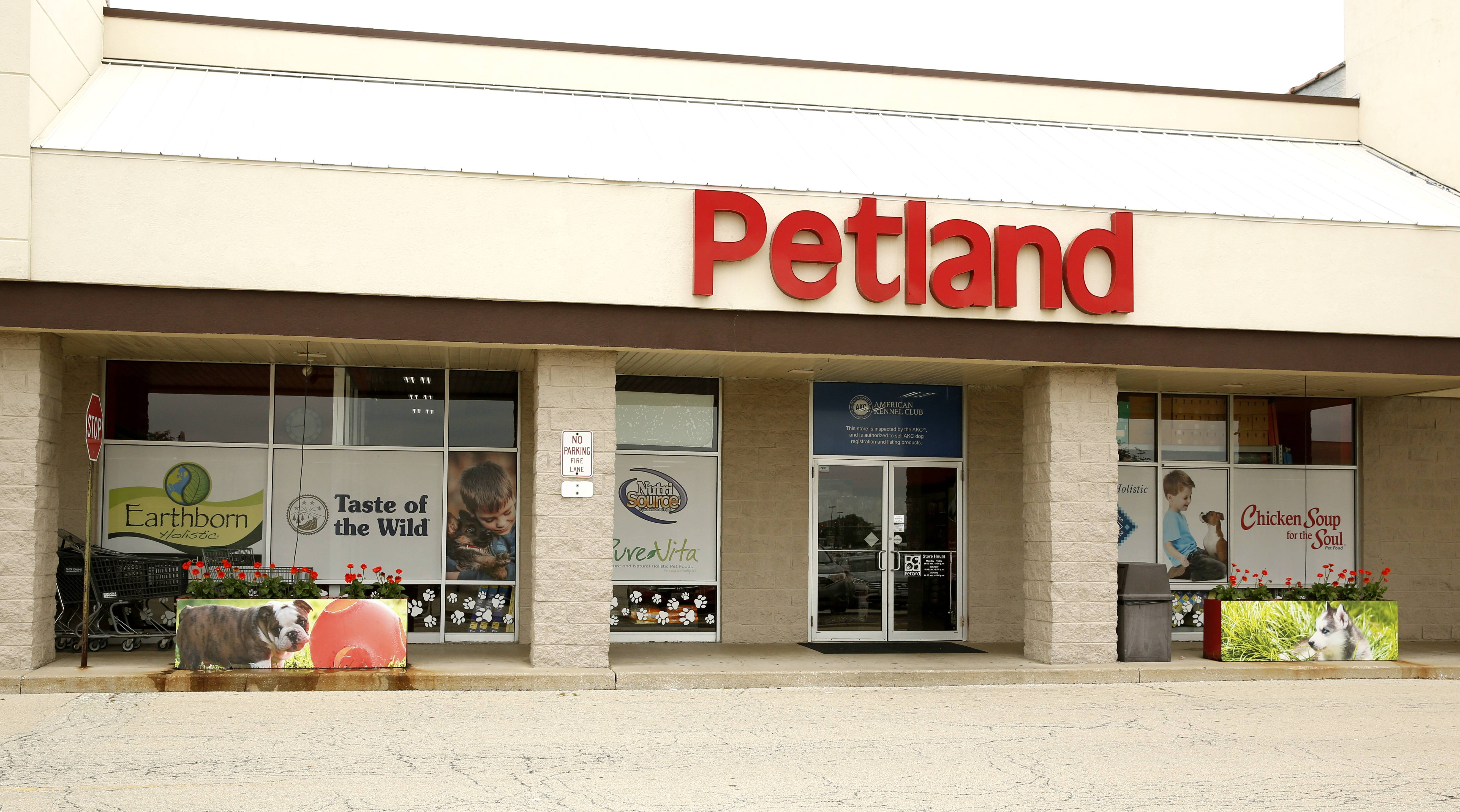The Naperville City Council has rejected a proposal that would have required pet shops such as Petland to offer four-year warranties on the health of cats and dogs they sell.