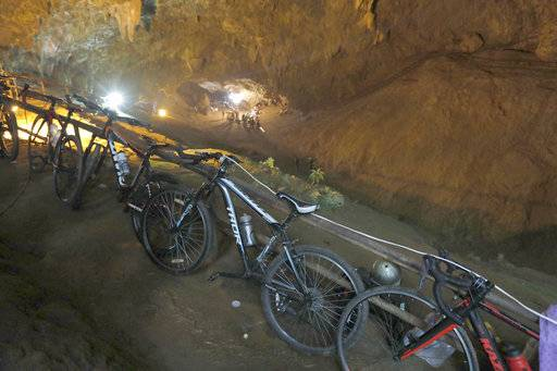 Water, mud block rescue attempt for 12 boys inside Thai cave