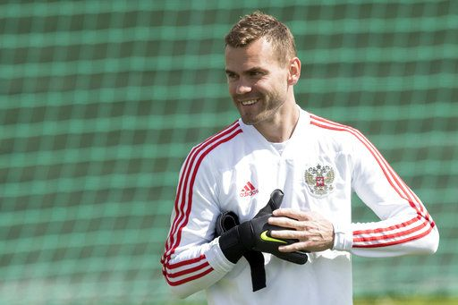 ee64dd54e Russia s goalkeeper Igor Akinfeev attends a training session at the 2018  soccer World Cup