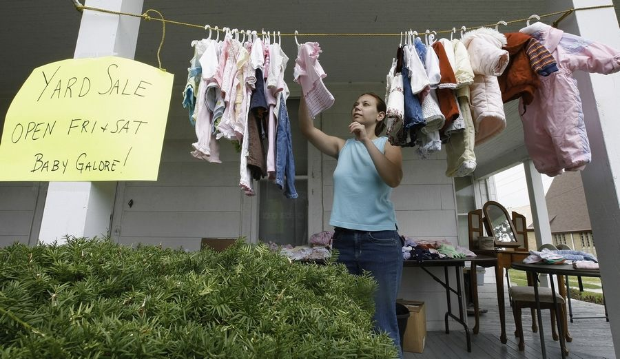 While many people think of yard sales as a way to clear out their junk, if you treat your merchandise that way -- by throwing it out on the lawn in dusty boxes -- customers will assume it's worthless. Take the effort to sort through what you have and show it off. Hang things on clotheslines or arrange them thoughtfully on tables.