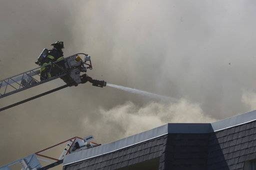 Hundreds displaced by blaze at condo complex near Chicago