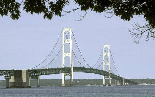 Report: Lake oil spill in Michigan would cost nearly $2B