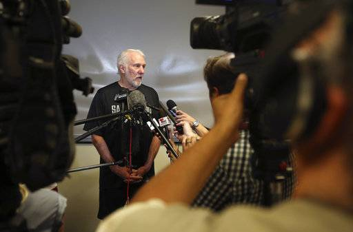 With Leonard gone, a new look for Popovich and the Spurs