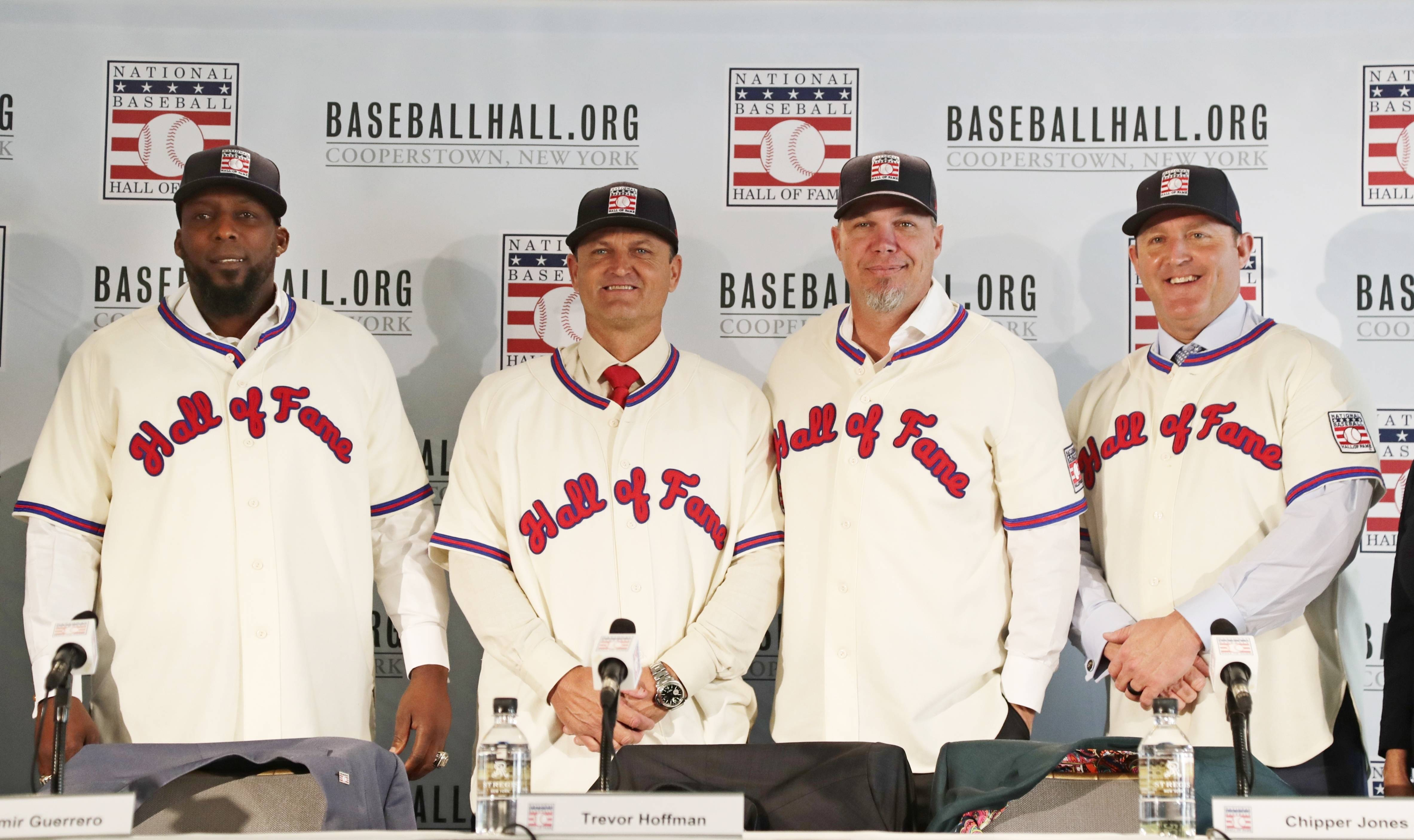 Baseball Hall of Fame inductees, from left, Vladimir Guerrero, Trevor Hoffman, Chipper Jones and Jim Thome, right, pose during news conference, Thursday, Jan. 25, 2018, in New York.